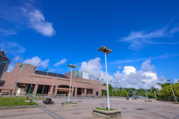 KMFA-高雄市立美術館外觀-01-min (1).jpg